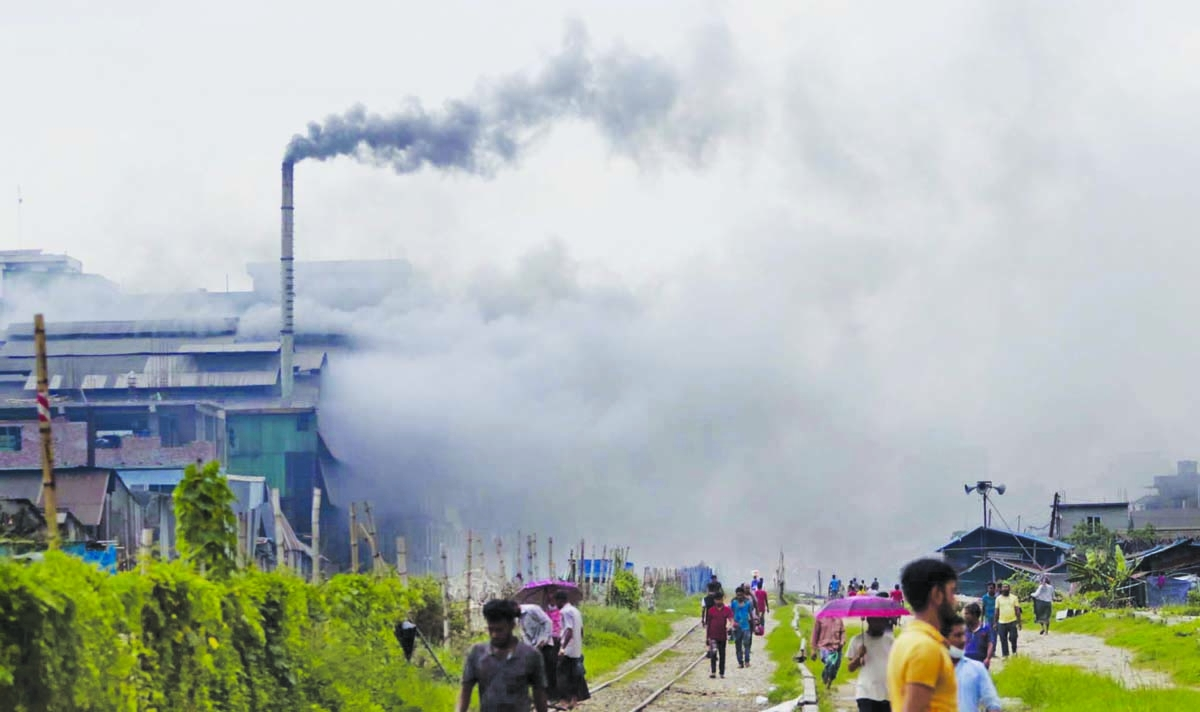 Air Pollution: Toxic fumes are coming out not only through the chimney but also from the factory shed into atmosphere amid poor enforcement of related regulation by the agencies concerned. This photo was taken from Shanir Akhra, Jatrabari, in Dhaka on Thursday.