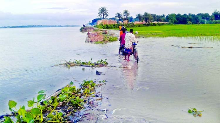 Modhumoti River erosion in Mohammadpur upazila of Magura district took a serious turn on Friday.