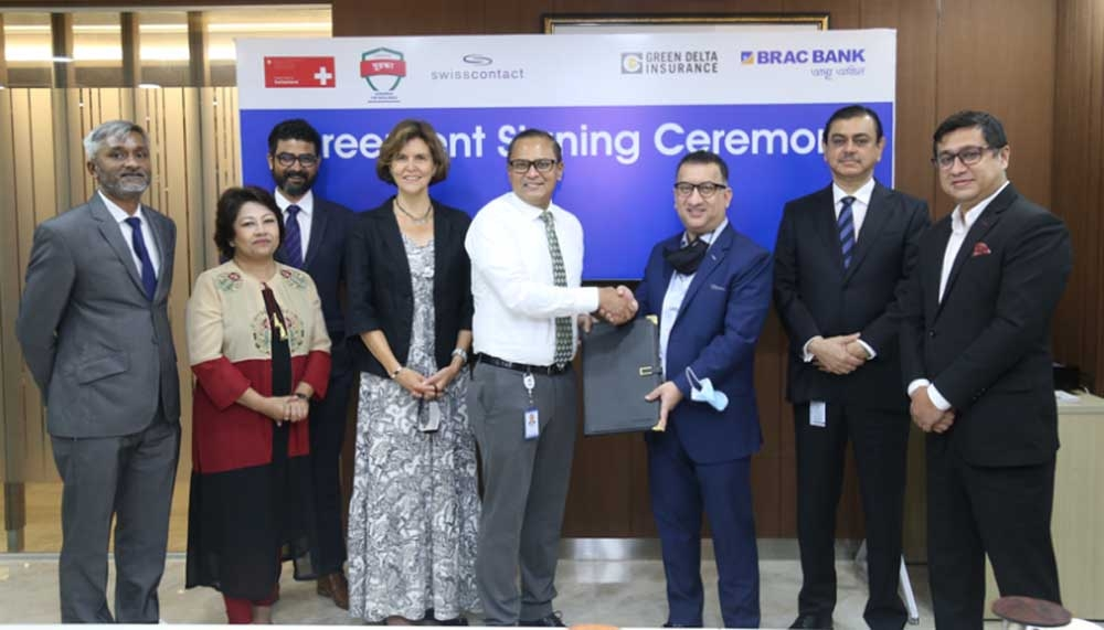 Syed Moinuddin Ahmed, AMD and Company Secretary of Green Delta Insurance Company Limited and Syed Abdul Momen, DMD and Head of SME Banking of BRAC Bank Limited, exchanging document after signing a MoU for their respective organizations at the bank's head office in the capital on Sunday. Top officials from both sides were present.