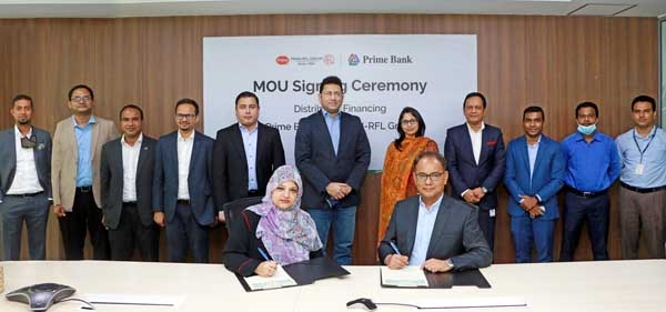 Hassan O. Rashid, Managing Director and CEO of Prime Bank Limited and Uzma Chowdhury, Director (Finance) of PRAN-RFL Group, signing an agreement on behalf of respective organizations. Under the deal, the distributors of PRAN-RFL Group can avail collateral free loan up to Tk1crore in the form of Overdraft (OD) Facility. Top officials from both sides were present.