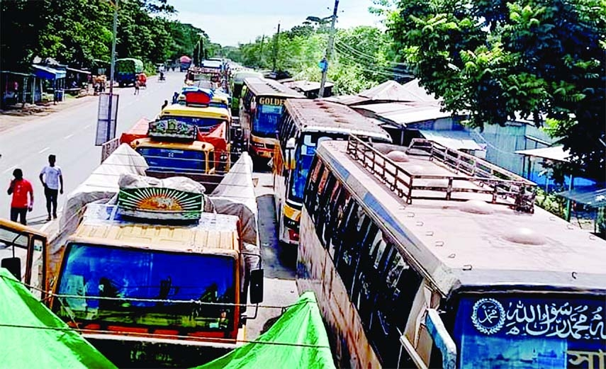Hundreds of vehicles get stuck in a tailback at Kanalghat of Daulotdia area on Wednesday.