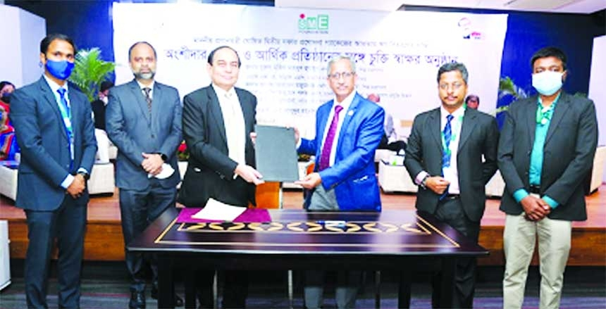 Dr. Md. Mofizur Rahman, Managing Director of SME Foundation and M. Fakhrul Alam, Managing Director of ONE Bank Limited, exchanging document after signing an agreement in the capital recently. Top executives from both organizations were present.