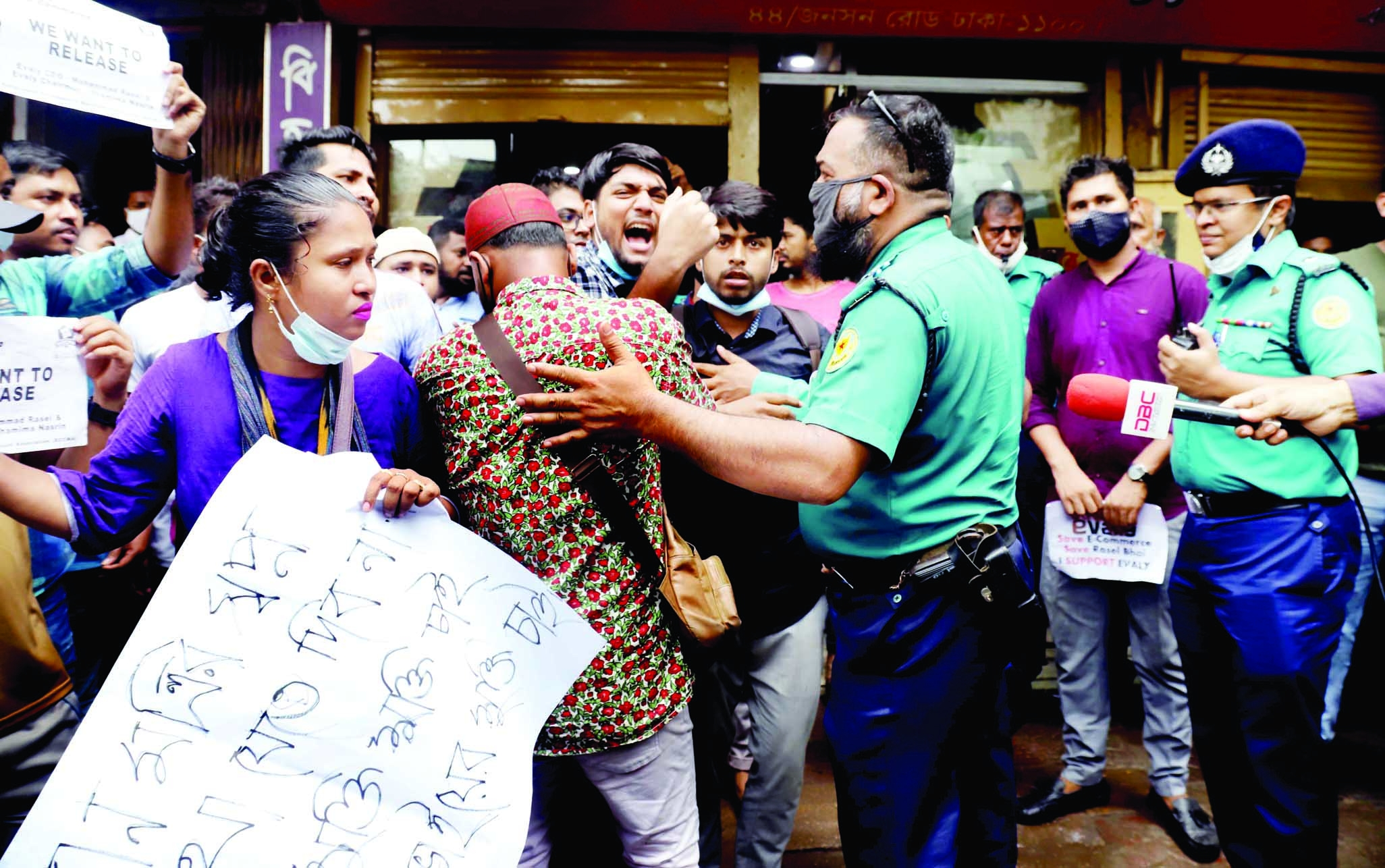 Aggrieved customers and sellers of controversial e-commerce platform Evaly engage in a scuffle in front of CMM court in the capital on Tuesday.
