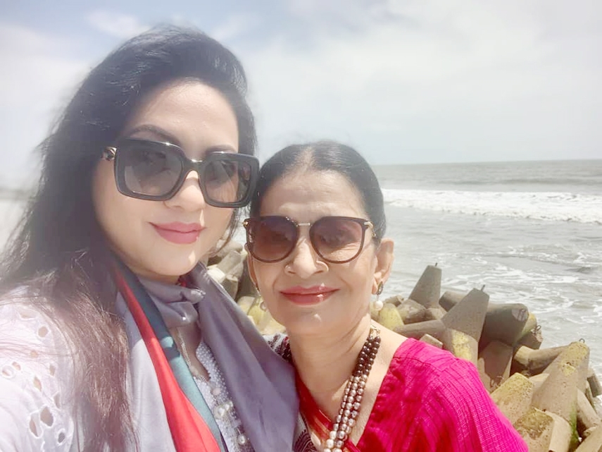 Tareen visits Cox's Bazar with mother after long time