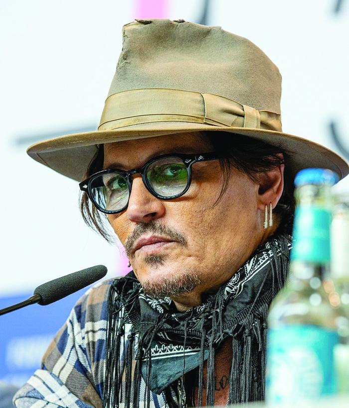 Johnny Depp decries 'cancel culture' before receiving top prize