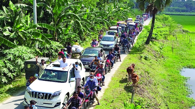 An election rally of Khalilur Rahman, chairman candidate of Bhabanipur union of Barura upazila, Comilla greeted by the locals of the area. This photo was taken on Thursday.