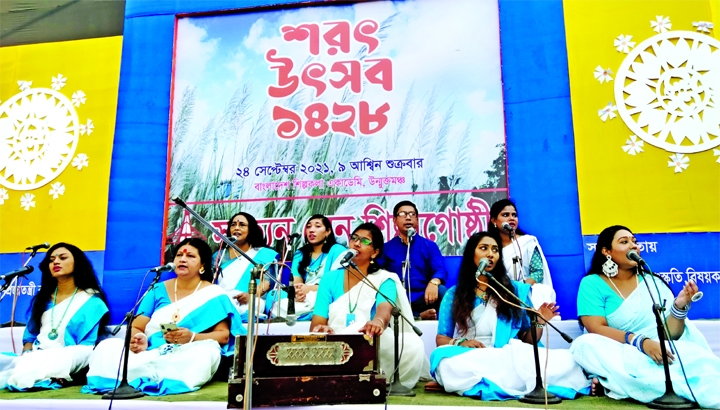Artistes perform songs at Bangladesh Shilpakala Academy organized by Sotten Sen Shilpo Gusthi on Friday marking Shorot Utsob 1428 (Autumn Festival 1428).