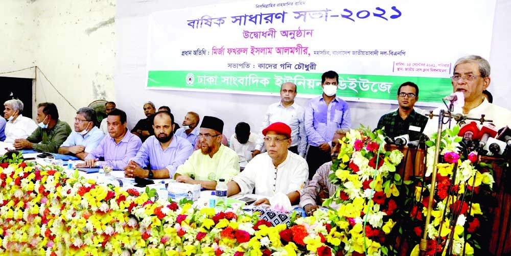 BNP Secretary General Mirza Fakhrul Islam Alamgie speaks at the inauguration of  annual general meeting of a faction of DUJ at the Jatiya Press Club on Saturday.