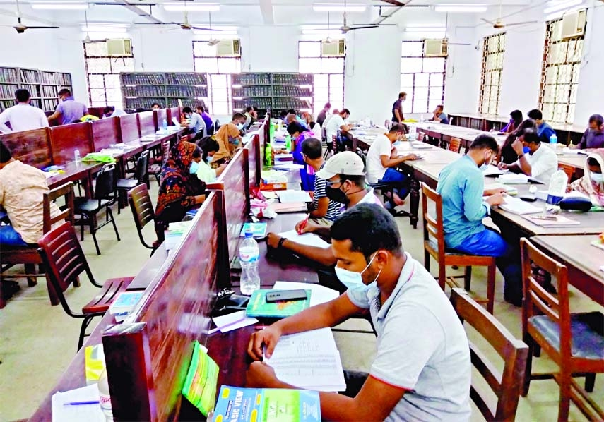 DU reopens library amid huge rush of students