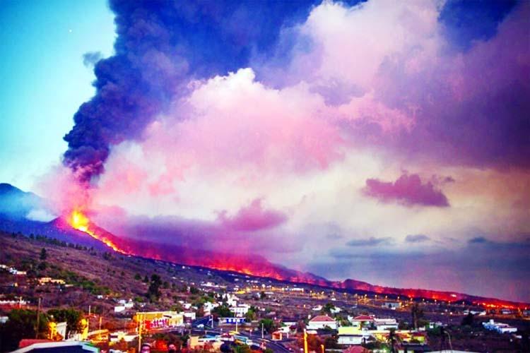 New lava river threatens more buildings in La Palma