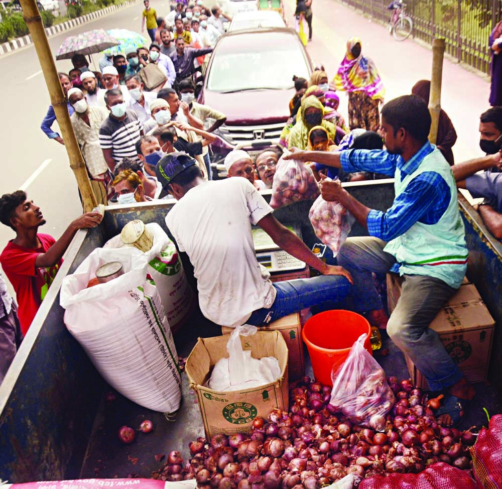 People queue up in front of a Trading Corporation of Bangladesh (TCB) truck at Bangladesh Railway Bhaban in the capital to buy onion at subsidized price on Tuesday.