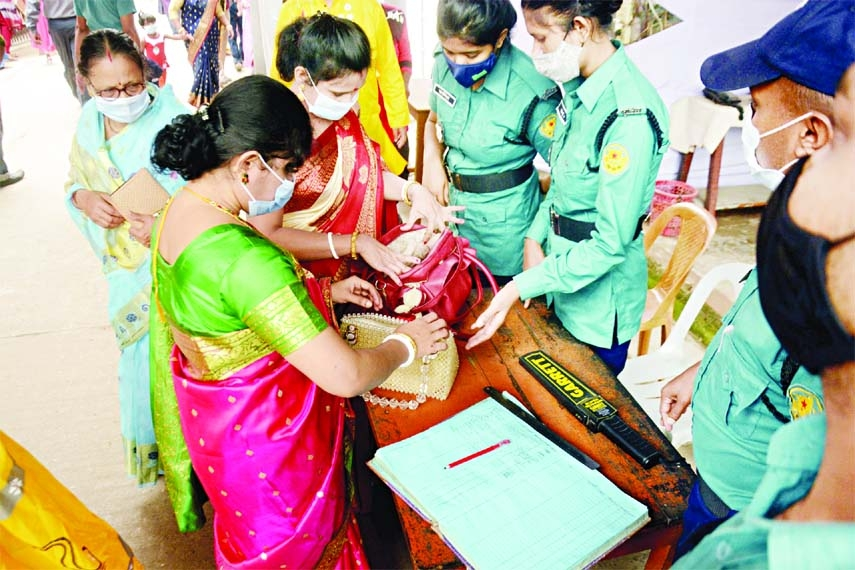 Police personnel check bags of women of the Ram Krishno Mission  Mandap on Wednesday as secruity was  beefed up for the Durga Puja.