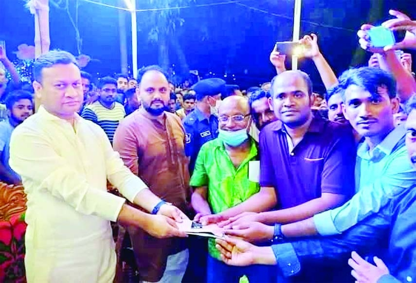 Fahmi Golandaj Babel, MP from Gafargaon visits three puja mandaps in the area and donates to the mandap representatives from his persinal fund on Wednesday.