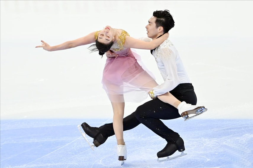 Chen Hong (left)/Sun Zhuoming of China compete during the Experience Beijing Asian Open Figure Skating Trophy Ice Dance Free Dance in Beijing, capital of China on Friday.