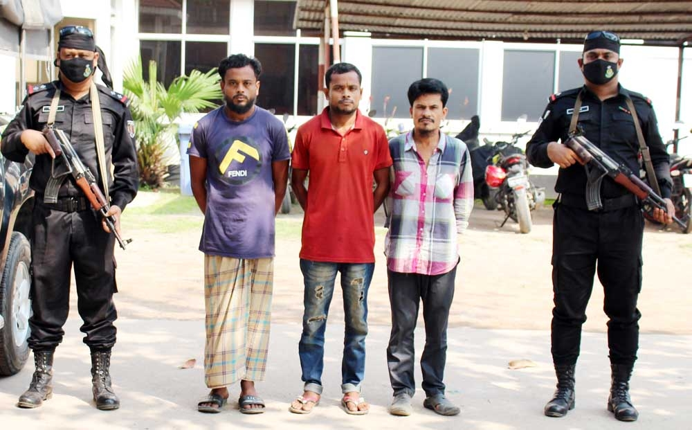 RAB-11 in a drive arrested 3 drug traders from Siddhirganj area in Narayanganj on Thursday.