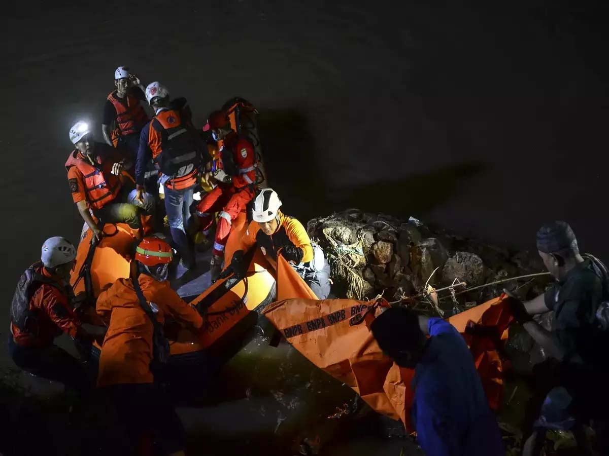11 kids drowned, 10 rescued in Indonesian river cleanup