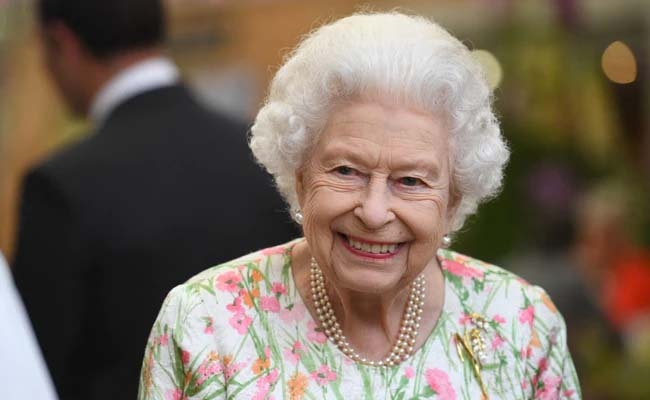 Queen Elizabeth II spent night in hospital for tests: palace