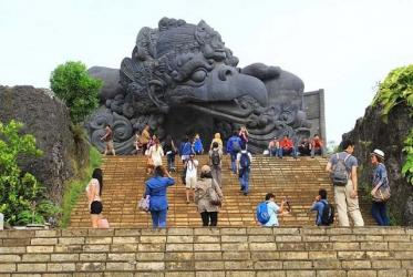 Indonesia reopens borders for int\'l tourists with limited valid visas