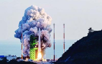 S Korea launches first domestic rocket